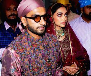Ranveer Singh and Deepika Padukone offer prayer at Golden Temple