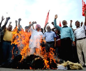 Communists demonstrate against Modi