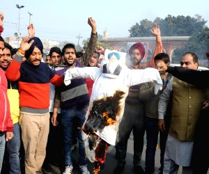 Congress demonstration against Virsa Singh Valtoha