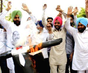 Congress demonstration against Giriraj Singh's remark on Sonia