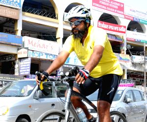Cyclist Gurjit Singh arrives in Amritsar