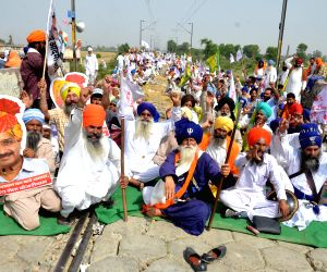 AAP support to Punjab farmers'  demonstration