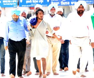 Clashes broke out between two Sikh groups at Golden Temple