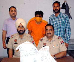Police recovers 2 kg heroin