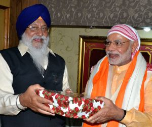 Modi pays obeisance at Golden Temple