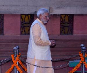 Modi pays tribute at Jallianwala Bagh