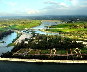 Krishna Raja Sagara reservoir and Brindavan Garden