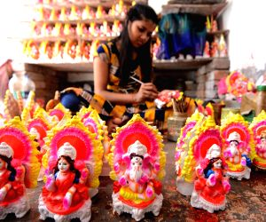 an-artist-making-idol-of-goddess-laxmi-and-ganesh