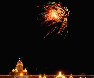 Illuminated Golden Temple - Guru Teg Bahadur