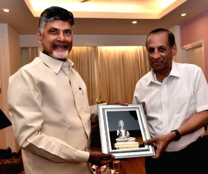 Andhra CM calls on Governor