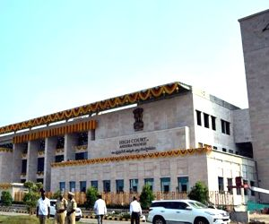 Andhra HC allows Civil Supplies Minister to talk to media