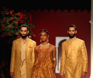 Designers went experimental with couture at FDCI ICW 2016 (Review) ()