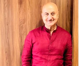 Anupam Kher sees 'light' despite the 'darkness'