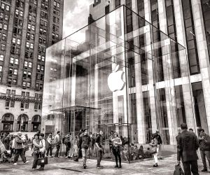Apple planning its first AR headset in 2022: Report