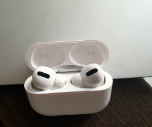 Free Photo: Apple issues firmware update for AirPods Pro