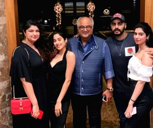 How Arjun Kapoor, Janhvi Kapoor and their dad Boney Kapoor stay in touch
