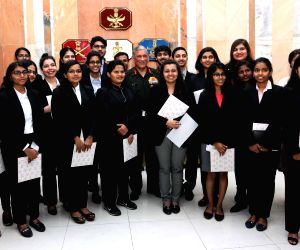 Army chief meets students of Mumbai college