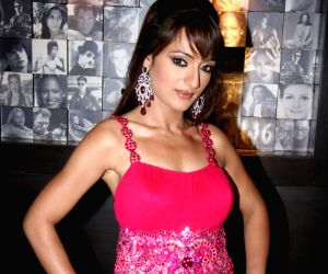"""Arshi at """"Admissions Open"""" film premiere at Cinemax."""