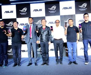 Asus India Head (Mobile Business) Dinesh Sharma, Asus Senior Director (Product Management) Shawn Chang, Flipkart Senior Vice President Ajay Veer Yadav, Asus Chairman Jonney Shih, Gameloft ...
