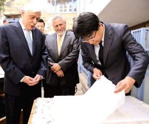 GREECE-PRESIDENT-EXHIBITION-ANCIENT CHINESE SCIENCE & TECHNOLOGY