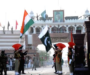 Beating retreat ceremony at Indo-Pak border