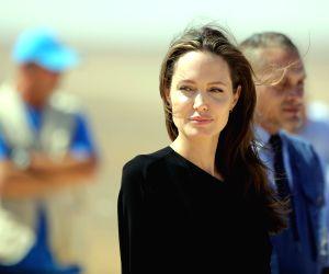 Brad Pitt, Angelina Jolie now officially single