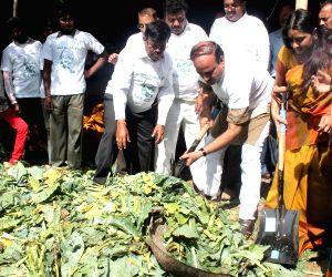 Bangalore : BJP Leader partake in Swachh Bharat Abhiyaan