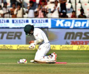 Mushfiqur Rahim checks injury