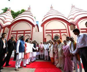 Modi visits Dhakeshwari Temple