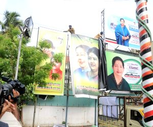 Posters of Sasikala removed form AIADMK HQ