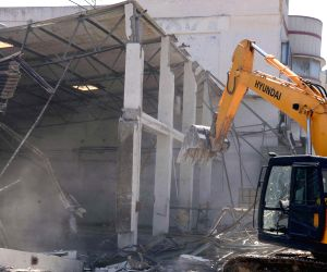 BBMP demolishes illegal structures near Arekere Lake