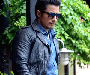 Ali Zafar files 1 bn defamation suit against Meesha Shafi