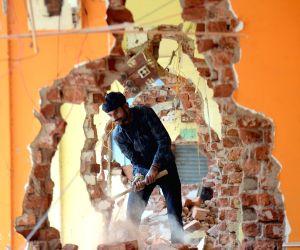 BBMP demolishes old Malleshwaram market