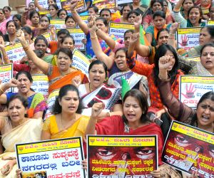 BJP women wing demonstrates against Karnataka government's failure to curb crime against women