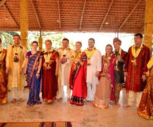 Bengaluru : Russian couples get married in Vedic traditiony