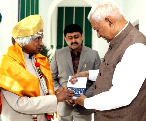 APJ Abdul Kalam arrives at the Karnataka Raj Bhavan