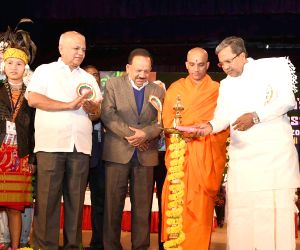 Karnataka CM at the inauguratation of '22nd National Children's Science Congress-2014'