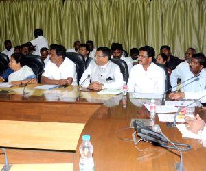 Karnataka CM meets dalit leaders