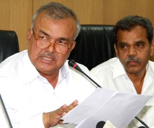Ramalinga Reddy addresses press regarding reduction of bus fares