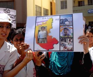 Medical students demand CBI probe in IAS officers death