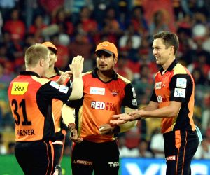 : (130415) Bengaluru: IPL - 2015- Royal Challengers Bangalore vs Sunrisers Hyderabad
