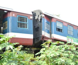Bengaluru : Train derails at Cantonment Railway Station