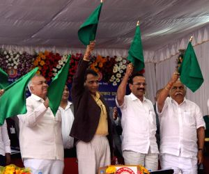 Bengaluru : Suresh Prabhu flags off new trains