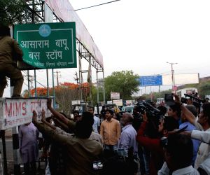 Bhopal : Asaram Bapu bus stop sign board removed