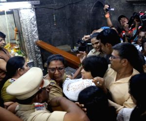 Trupti Desai attacked at Kapaleshwar temple