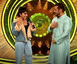 'Bigg Boss 15': Sri Lankan singer Yohani enjoys singing with Salman Khan