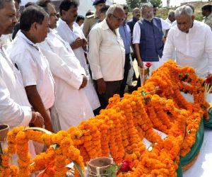 Nitish Kumar pays tribute to former minister Bhola Prasad Singh