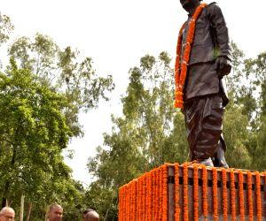 Satyendra Narayan Sinha's birth anniversary - Bihar CM pays tributes