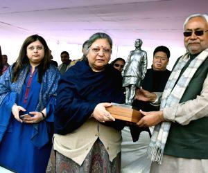 Nitish Kumar unveils Arun Jaitley's statue on his birth anniversary