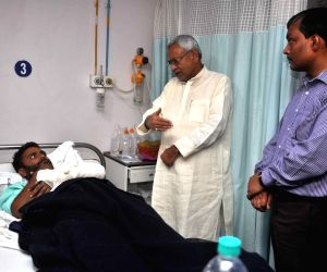Nitish Kumar meets injured CRPF troopers